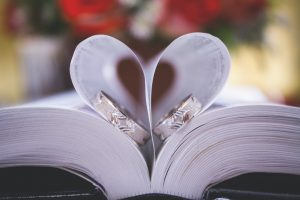6 kreatywnych wskazówek dotyczących projektowania kart ślubnych