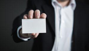 Czy warto inwestować w plastikowe wizytówki?