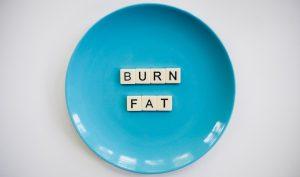 Proces usuwania tłuszczu z brzucha i potencjalne zagrożenia