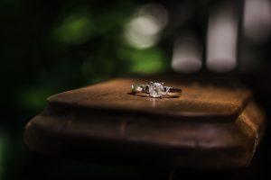 Pierścionek zaręczynowy i jego cena