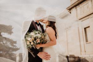 Bielizna ślubna – dlaczego warto mieć jej więcej?