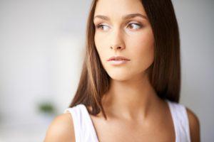 Podkład do cery trądzikowej – jak wybrać?
