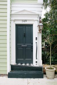 Jaki kolor drzwi zewnętrznych wybrać?