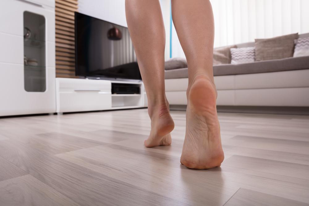 ogrzewanie podłogowe dla ciepłych stóp