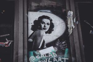 Ścianki reklamowe widoczne na każdym kroku