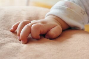 Jakie łóżko, jaki materac dla niemowlaka?