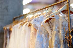 Najmodniejsze suknie ślubne w stylu glamour
